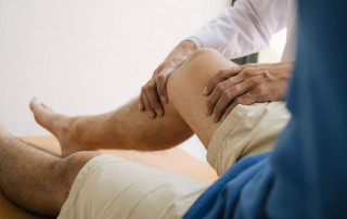 How Can A Chiropractor For Knee Pain Help Me? | Arizona Pain